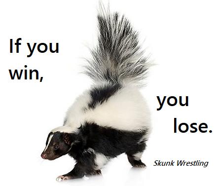 Skunk wrestling