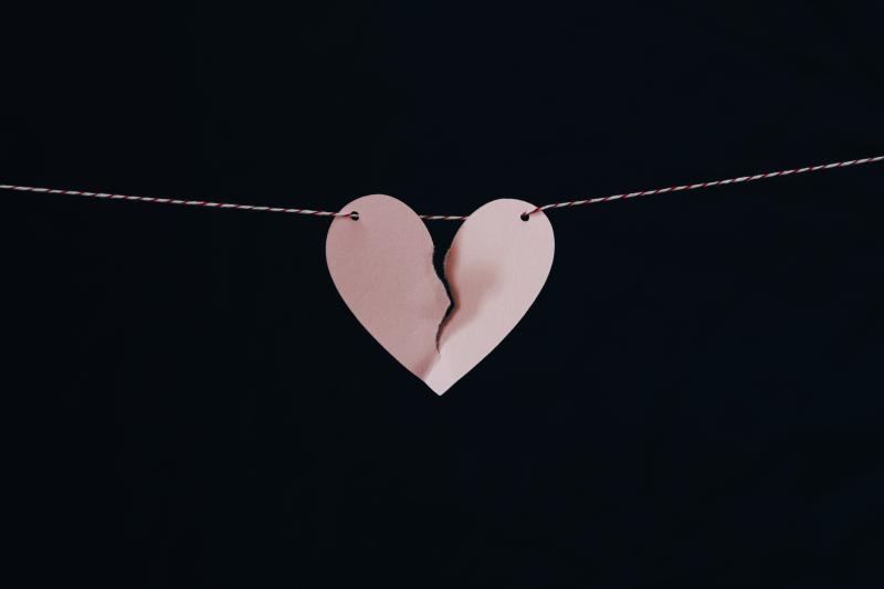 Mending heart kelly-sikkema-530092-unsplash