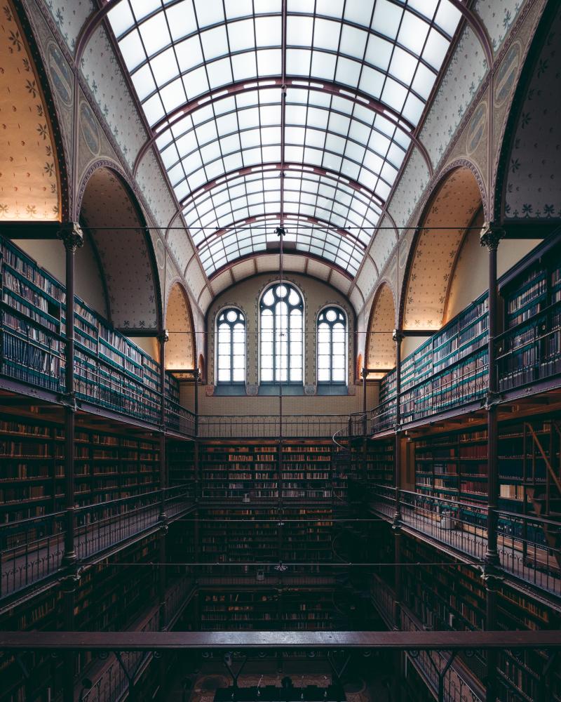 Library laurent-naville-973685-unsplash
