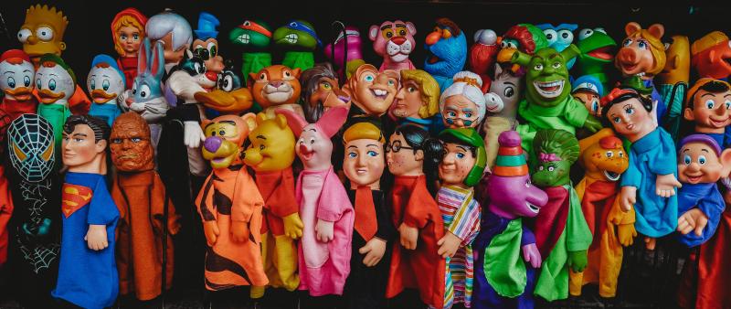 Colorful characters roberto-carlos-roman-QHKuTP8u-hE-unsplash