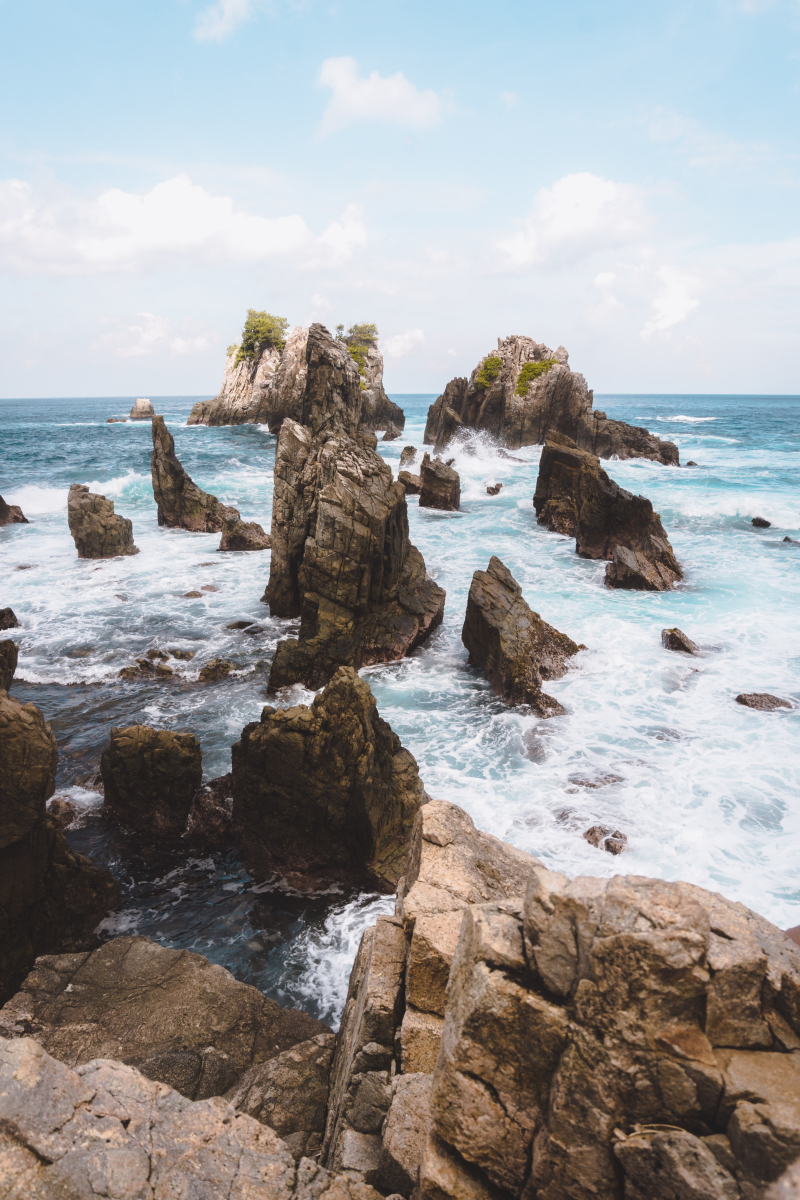 Against the rocks bayu-anggoro-kTsbp_u712w-unsplash