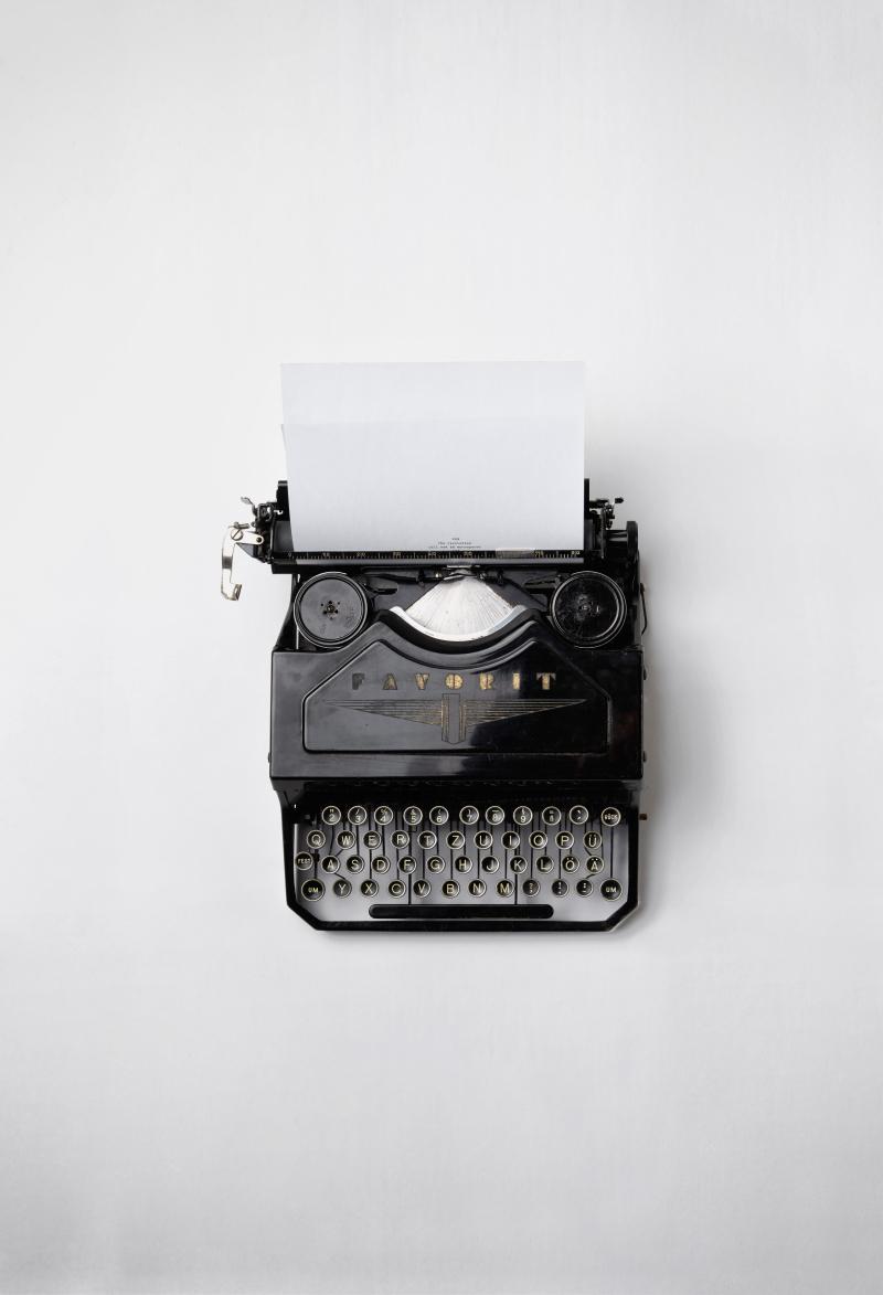 Typewriter florian-klauer-mk7D-4UCfmg-unsplash
